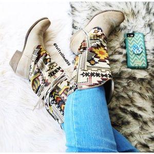 Shoes - Bohemian fringe boots 🌿